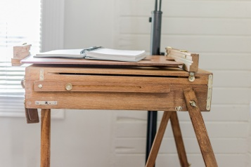 Front view of vintage easel